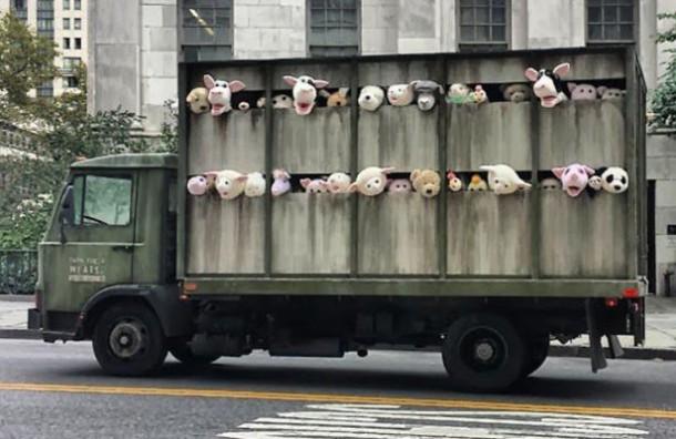 street art Banksy Camion de peluches - New York 2013