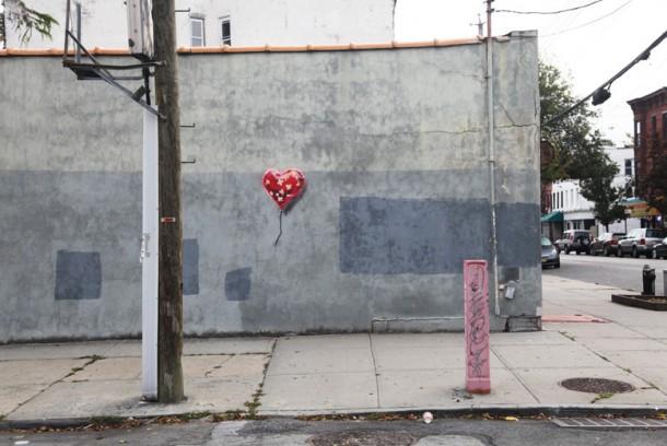 street art banksy coeur - New York 2013