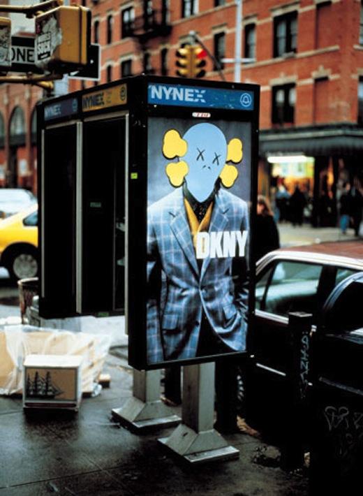 Kaws Affiche publicitaire DKNY /cabine telephonique
