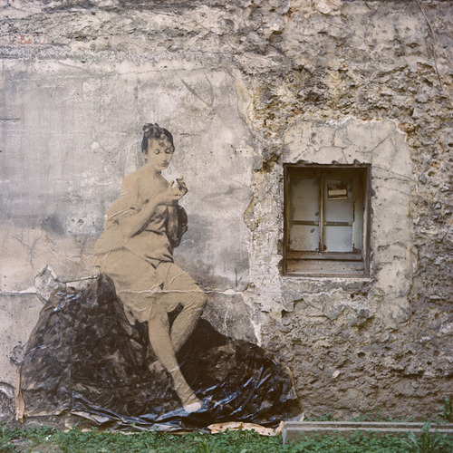 Street art Yz Women from other Century 05