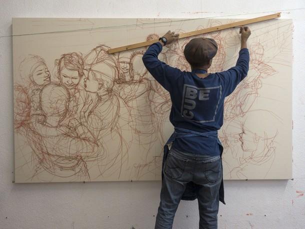 """Mode 2 dans son atelier travaillant sur la toile It's Gonna Be A Good One, pour l'exposition """"Préludes..."""" à la Galerie Openspace, 2016 (pastel, acrylique et aérosol sur toile, 140 x 240 cm) - ©www.mode2.org"""